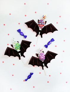 + 40 Halloween crafts for kids! Happy Halloween, Childrens Halloween Party, Halloween Crafts For Kids, Holidays Halloween, Halloween Treats, Halloween Decorations, Manualidades Halloween, Do It Yourself Home, 4th Birthday