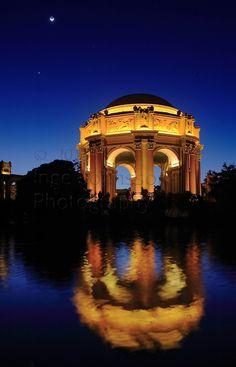 San Francisco Fine Arts Palace at night
