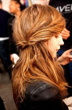 Brown hair colors are diverse and can be just as vibrant as blonde or red. Find out how to choose the best brown hair colors to match your features and style. My Hairstyle, Messy Hairstyles, Pretty Hairstyles, Layered Hairstyle, Casual Hairstyles, Hairstyle Tutorials, Protective Hairstyles, Summer Hairstyles, Hairstyle Ideas