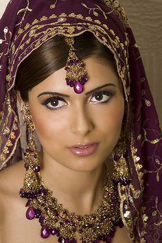 Latest Pakistani Bridal Jewelry Designs and Bridal Makeup Asian Bridal Jewellery, Pakistani Bridal Jewelry, Indian Bridal Makeup, Bridal Beauty, Indian Jewelry, Wedding Day Makeup, Bride Makeup, Wedding Hair, Fall Wedding