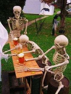Indoor Outdoor Halloween Skeleton Decorations Ideas · Skull Drink Halloween Party 25 Cool And Scary Halloween Decorations Outdoor Halloween, Halloween Kids, Halloween Party, Halloween Skeleton Decorations, Halloween Haunted Houses, Funniest Hilarious Memes, Funny Memes, Image Fun, Funny Photos