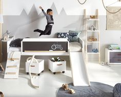 kampagne tilbud - seng med tavle og rutsjebane