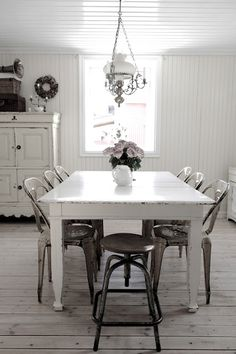 Sala  da  pranzo  shabby  chic / Dining-room