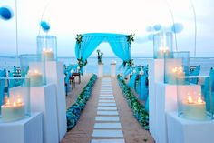 blue-wedding-decorations-ceremony-with-blue-tent-and-blue-flower-aisle-also-small-wooden-chairs-facing-beach.jpg (800×533)