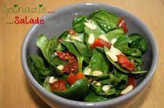 Spinazie salade met pijnboompitjes, geitenkaas en zongedroogde tomaatjes. Dressing van mosterd, olijfolie, zout en balsamico-azijn. Vegetarian Recepies, Healthy Diet Recipes, Clean Recipes, Salad Recipes, Healthy Eating, Healty Lunches, Salade Healthy, Healthy Diners, Pasta Lunch