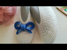 Yeni model yağmur damlası patik yapımı / patik yapımı / keçe taban patik / #patikmodelleri #crochet - YouTube Crochet Baby, Knit Crochet, Crochet Shoes, Chrochet, Baby Patterns, Fiber Art, Tabata, Eminem, Baby Shoes