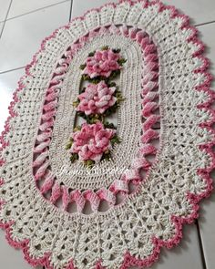 Crochet Placemat Patterns, Crochet Doilies, Crochet Flowers, Crochet Table Runner, Lace Table Runners, Knit Rug, Knit Crochet, T Shirt Yarn, Diy And Crafts