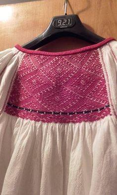 Fotografia postată de Sezatoare Bucuresti. Folk Embroidery, Learn Embroidery, Shirt Embroidery, Embroidery For Beginners, Embroidery Patterns, Fashion Art, Folk Art, Free Pattern, Two Piece Skirt Set