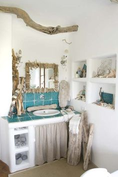 Bathroom with lots of driftwood decorations. Browse driftwood decor at Completely Coastal here: http://www.completely-coastal.com/search/label/Driftwood%20Decor