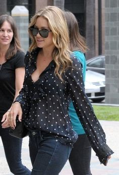 #Falloutfits Wavy hair, blouse, and jeans