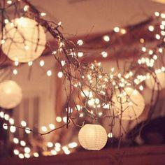 Des lanternes chinoises et des guirlandes lumineuses - Marie Claire Idées