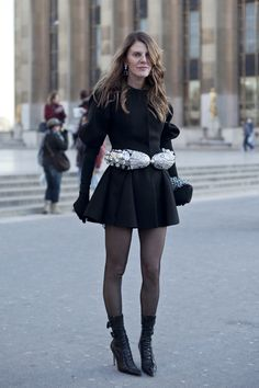 Vogue editor, Anna Dello Russo's fashion. I want to hate this belt, but... I CAN'T.