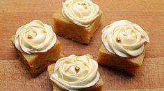 Ukens matblogger: «Hele Norge baker»-Helenes saftige gulrotkake i langpanne Carrot Cake, Tea Time, Frosting, Carrots, Cake Recipes, Bakery, Sweets, Cookies, Desserts
