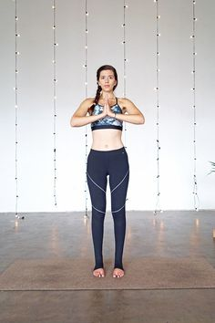 Did you know you can align your chakras with chakra yoga? Certain poses help with chakra alignment. Practice yoga for chakra alignment with these 7 poses. Sport Chic, Sport Girl, Dolphin Pose, Yoga Bewegungen, Mountain Pose, Boat Pose, Casual Hairstyles, Sport Motivation, Yoga Routine