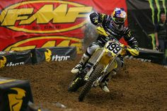 Travis Pastrana returns to racing and qualifies 13th at St. Louis Supercross 2009! (Photo: Bayodome @TWMX)