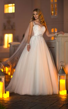 Sparkly Stella York ball gown wedding dresses have gorgeous Lace and Tulle embellished throughout with Diamante beading. (Style 5841)
