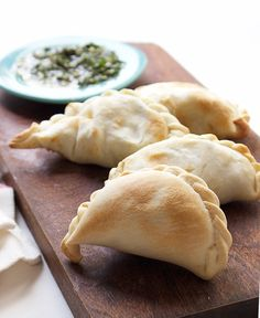 Empanadas filled with squash, corn & spinach served with a side of chimichurri. A dense & flavorful twist on this classic Argentinean dish. Vegetarian Recipes, Cooking Recipes, Healthy Recipes, Vegetarian Mexican, Mexican Recipes, Healthy Food, Finding Vegan, Popular Recipes, Copycat Recipes