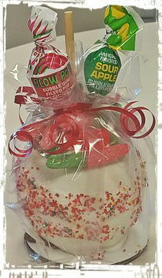 Blow Pop and Gummy Worms Caramel Apple Blow Pop and Gummy Worms Caramel Apple Gourmet Caramel Apples, Apple Caramel, Chocolate Covered Apples, Caramel Candy, Edible Arrangements, Apple Recipes, Christmas Treats, Baking Desserts, Health Desserts