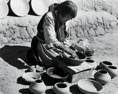 Influential Native American Pueblo potter Maria Martinez,1959 photographed by Laura Gilpin, known for her photographs of the South Western USA #womensart