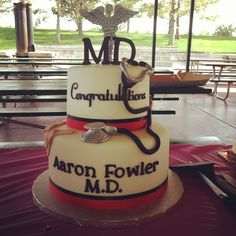 Medical School graduation cake @Jaelyn Merrell I want this cake for my graduation in a few years  thanks!