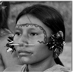 Jeune femme Yanomami, Amazonie, Vénézuela par Antonio Diaz