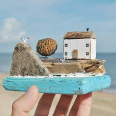 Driftwood Projects, Driftwood Art, Hobbies And Crafts, Diy And Crafts, Arts And Crafts, Paper Doll House, Beach Wood, Hallway Designs, Concrete Wood