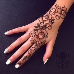 Beautiful & easy mehndi designs 2019 ideas for mehandi ceremony Henna Designs Back, Mehndi Designs Book, Stylish Mehndi Designs, Mehndi Design Photos, Mehndi Designs For Fingers, Beautiful Henna Designs, Arabic Mehndi Designs, Henna Tattoo Designs, Arabic Design