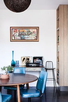 NewyJody-BlueDining via http://thedesignfiles.net/2012/08/newcastle-home-jody-robinson/