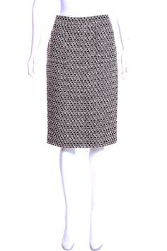 Sewing Chanel-Style, how to sew a Chanel Inspired jacket? Couture Sewing Techniques, Wrap Pattern, Chanel Fashion, Skirt Fashion, Ballet Skirt, Grey, Skirts, Jackets, Style