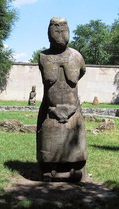 TÜRK KOZMOLOJİSİ: Ukraynadaki Kıpçak Türklerine ait Taş heykeller..O...