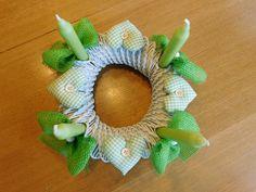Adventskranz - Adventskranz aus Zeitungspapierrollen, weiss-grün - ein Designerstück von kre-v-ativ bei DaWanda