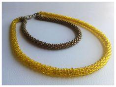 """Collar """"Texturas"""". tejido íntegramente con cuentas, en dorado y amarillo. Se puede usar en varias posiciones. Versátil. by www.facebook.com/Rolina.easygoing"""