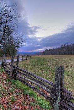 Cades Cove in the Great Smoky Mountains National Park: Tennessee, USA UNESCO World Heritage Site. Photo: Bruce Davis