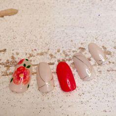 「白無垢」 や 「色打掛け」 などの和装を着る予定の花嫁さんは、どんなネイルデザインにするかお決まりですか?* 今回は、インスタグラムの素敵ネイルから、トレンドの《和装ネイル》をピックアップしてみました!はんなり可愛らしい和風のネイルで、とびきり美しいお手元を演出してみてください♡