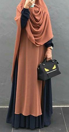 PINNED BY - Beautiful flowing layers, love this look! Abaya Fashion, Modest Fashion, Fashion Dresses, Stylish Hijab, Hijab Chic, Muslim Women Fashion, Islamic Fashion, Mode Abaya, Mode Hijab