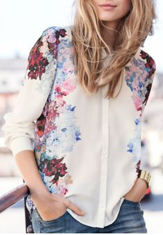 Bouquet blouse. I would wear with a denim pencil skirt and leopard heels.  Camisas, em alta.