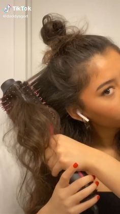 From Wet Hair To Perfect Hair Within 10 Minutes with One-Step Hair Dryer & Volumizer! Baddie Hairstyles, Wet Hair Hairstyles, Volume Hairstyles, Wedding Hairstyles, School Hairstyles, Quick Hairstyles, Vintage Hairstyles, Blowout Hair, Hair Styler