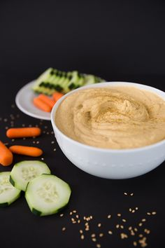 You can stop buying hummus at the grocery and start making your own! This healthy traditional hummus recipe is made in the Vitamix and is gluten free, vegan and vegetarian. | The full recipe is available on Modish and Main