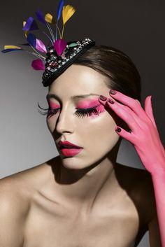 Fantasia para todos: Théo Carias cria edição limitada de casquetes - Vogue | Baile Vogue