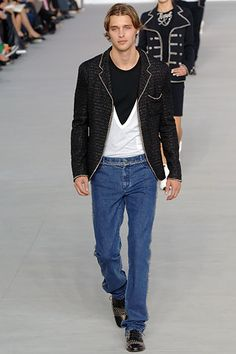 Chanel available at Luxury & Vintage Madrid, the best shopping site of luxury brands Chanel Men, Coco Chanel, Best Shopping Sites, Fashion Show, Mens Fashion, Chanel Spring, Signature Style, Fashion Details, Style Me
