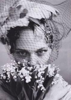 veil and bouquet// via gracelikerainn.tumblr.com