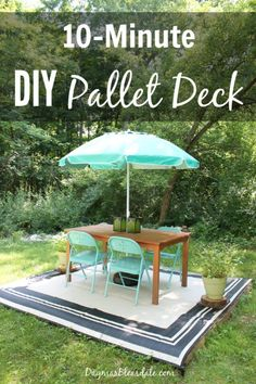 DIY Furniture : DIY pallet deck idea made with four free wood pallets. Dagmars Home DagmarBlea Diy Garden Furniture, Balcony Furniture, Outdoor Furniture Sets, Furniture Ideas, Furniture Buyers, Pallet Decking, Laying Decking, Outdoor Pallet, Pallet Benches