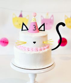 Modern kitty cat birthday cake with free printable cake toppers and tail! Cute for a kitty cat birthday party and easy to make.