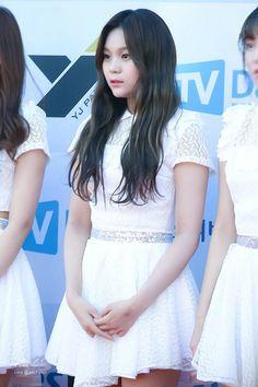 South Korean Girls, Korean Girl Groups, G Friend, Pose Reference, Korean Singer, Awards, Kpop, Poses, Female