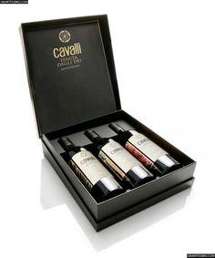 Cavalli Tenuta Degli Dei, un vino que nace con carácter en los viñedos del diseñador Roberto Cavalli y etiquetado con un detalle de una pintura de su abuelo, Giuseppe Rossi.     #vinos #italia #cavalli