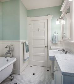 Bathroom Inspiration American bungalow bathroom white Tips for Planning Your Backyard Paradise You d Bungalow Bathroom, Craftsman Bathroom, Tiny Bathrooms, Bungalow Kitchen, Condo Bathroom, Bathroom Flooring, Cabana, Home Renovation, Home Remodeling