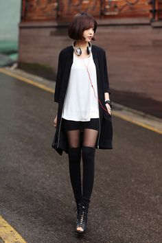 black duster, simple ivory top, and shorts, knee socks/tights Japanese Fashion, Asian Fashion, Look Fashion, Fashion Beauty, Winter Fashion, Girl Fashion, Womens Fashion, Fashion Design, Tokyo Fashion