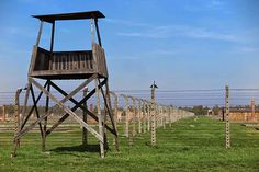 Fake-guard-towers-at-Auschwitz.jpg (580×387)