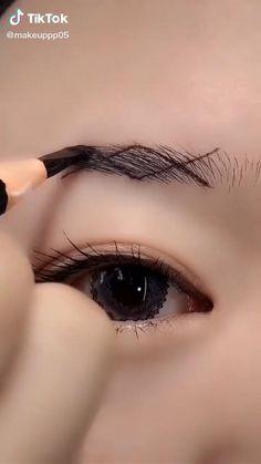 Eyebrow Makeup Tips, Makeup Tutorial Eyeliner, Makeup Dupes, Skin Makeup, Fall Eye Makeup, Bright Eye Makeup, Makeup Hacks Videos, Makeup Order, Natural Makeup Looks