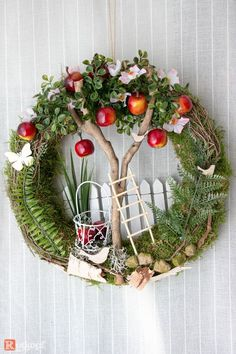 Breathtaking door wreath warm season apple tree / 2 - door wreaths - green area & florist - with love . Best Picture For spring wreaths diy kids For Your Diy Spring Wreath, Summer Door Wreaths, Easter Wreaths, Diy Wreath, Christmas Wreaths, Tulle Wreath, Wreath Making, Prim Christmas, Fall Crafts